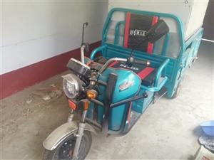 出售8成新电动三轮车一辆,带全套炸串设备,有意向的朋友可以联系我。15863267611