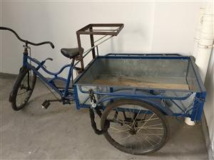 这种自行车一辆,9层新,需要的联系我哦!500元,不讲价。车在江语长滩放着的。