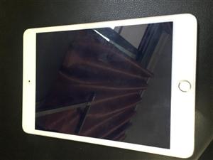 闲置一部6s和一部iPadmini4。无任何暗病。价格好说。秀山。