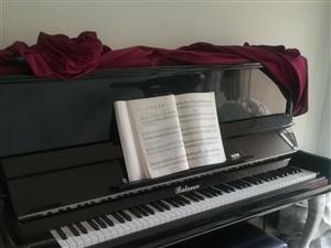 低价出售二手钢琴,九成新,因小孩无兴趣继续学习,现忍痛低价转让,价格面议。可上门看货。