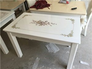处理餐桌二十套,800一套配六把椅子。全新