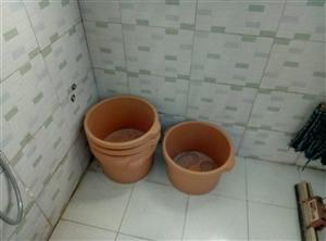 五个洗足桶每个10元,按摩招牌闪光型200元,灯箱不锈钢型100元,玻璃门2/2.2米400元,可面...