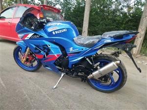 GT250摩托,也可说是地平线,跑一万多公里,外观纯新,没刮没碰,五档,踩一勾四!隆鑫发动机,有意者...