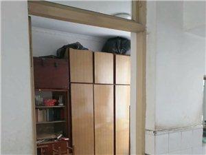地址苑3室1厅1卫850元/月