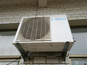空调九成新,1200不管送!17692935454!应该是1.5的不是变频