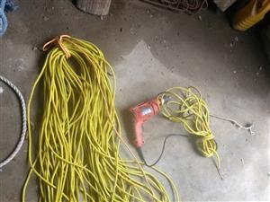 两芯线100米,三芯线80米左右,电钻五把,34*36梅花板子,大绳,气割!
