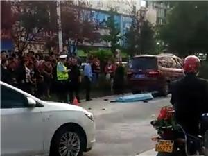 富顺两校门口发生车祸,致一人身亡