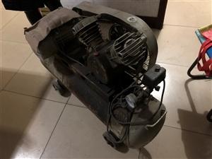 两项电人民牌空气压缩机一台。9.5新,有电话需要的联系