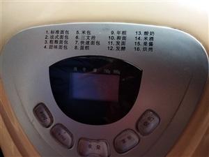 东菱面包机,功能多,九九新,有手套、小电子秤,200元,限白城市内,二环内免费送到家,二环外自取电话...