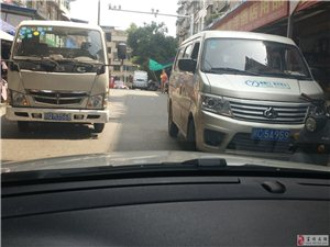 车辆阻塞交通