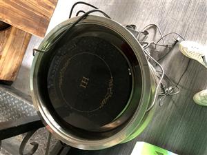 出售火锅电磁炉10个。3张桌子