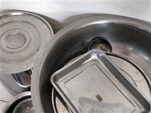 九五成新的不锈钢桶,烧烤架。