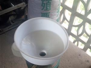 全新的中型豆浆机,一次都没有用过,有需要的拿走,比商铺买便宜100多