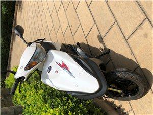 一个月新踏板摩托车 已落户 因个人原因急转 保险三包齐全 要的可联系看车