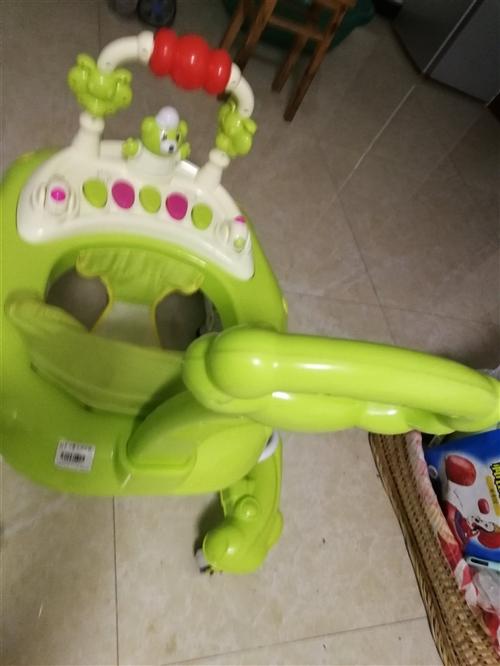 圓夢孕嬰購160元九成新學步車,家窄出售。