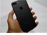 苹果7Plus128G,黑色。99成新。可线下去苹果店验真伪。全网通。行货。屏幕下面有个碎角,很小。...