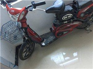 两辆电动车低价出售,一辆红色欧派电动自行车500元出售,一辆九成新2017年购买的黑色踏板电动车12...