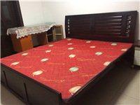 本人装修住房,现将九成新结实耐用纯实木(钢木)2米大床700元出售,送床头柜。东西在新世纪花园,看好...