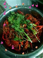 啊D小龙虾推出口味小龙虾、卤味小龙虾两种,三斤只需要128元再送一斤,澳门威尼斯人赌城城区包送,电话:13206