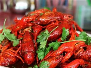 啊D小龙虾推出口味小龙虾、卤味小龙虾两种,三斤只需要128元再送一斤,万盛城区包送,电话:13206