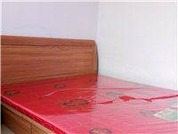 朝阳镇内 九成新双人床  2米*2米3  带床垫  床头柜  原价1980  现800元低价转让