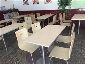 现有全套餐厅设施(桌椅、冰柜工作台!消毒柜、蒸饭柜、洗碗池!若干小件!)低价出售!有需要的联系我!1...