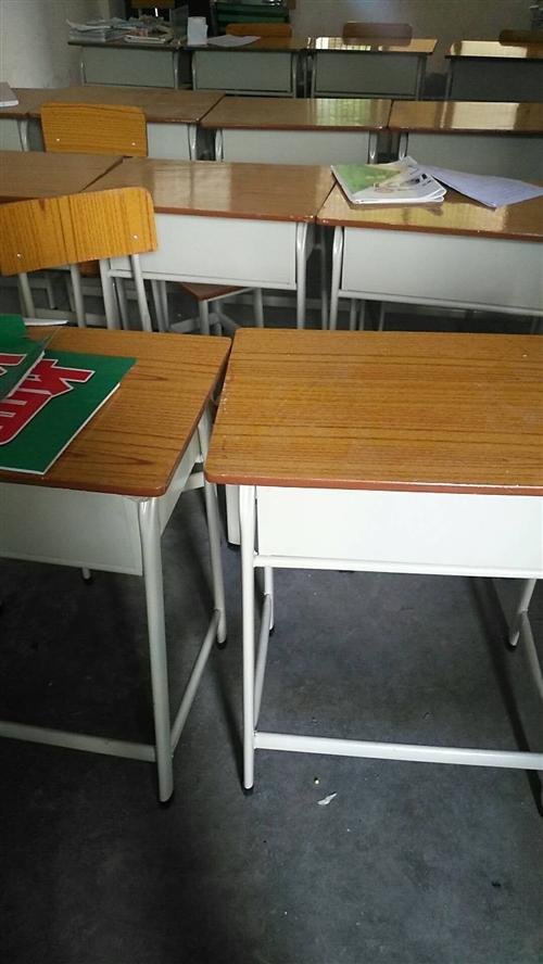 刚买不久,九成新30张桌椅低价打包出售。(有需要的电话联系)
