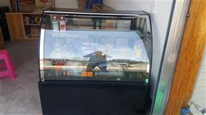 九成新冷藏展示柜 1.2米长,带万向轮,可用于水果、饮料蛋糕保鲜,因店面到期不再经营,特价转让,原价...