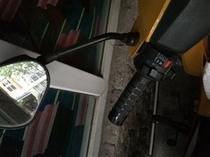 摩托车 代步车  ,证件齐全  9成新,无事故,诚心易主!  车辆情况请看照片,或实地看车。