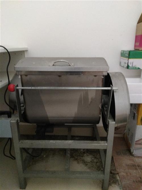 和面機,型號ML—25,品牌上海祈展食品機械,面斗15Kg,原價1200元,現價600元,使用期只用...