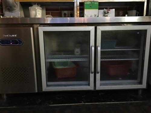 二手水吧各种柜子,咖啡机,果糖机,碎冰机等等……来电谈价格