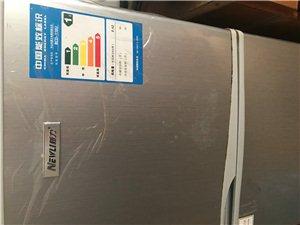 冰箱九成新以上,只用了一个星期,保护膜都没拨下来,本来买回来是想给出租房的人用的,现在房子装修不打算...