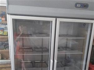 双开门展示柜冷藏柜,本人刚刚买来两天,店铺较小,放不下,现在转手。宝贝买了有两年多,使用了半年,适合...