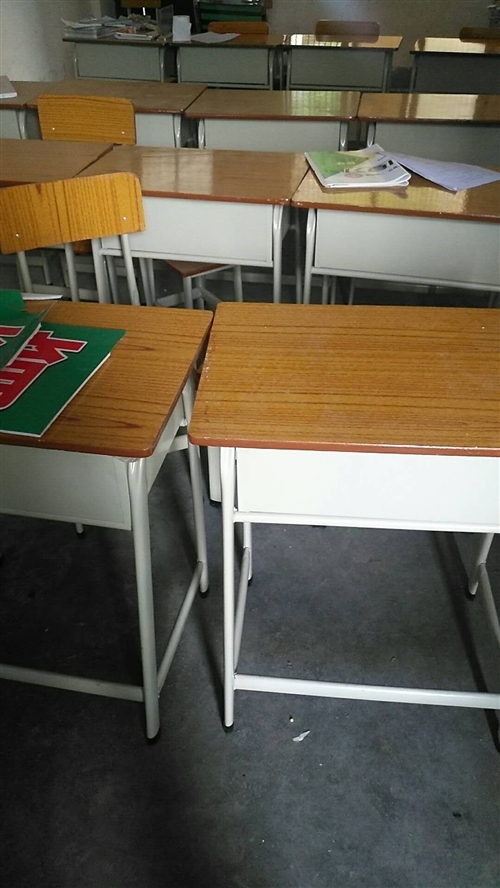 出售一套30张桌椅,刚买不久九成新。(有意者欢迎骚扰)