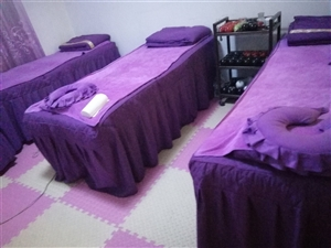 沙发,茶几,按摩床,全是新的,坐了半年,沙发茶几原来4500买的,现价3000元,好沙发,有需要的联...