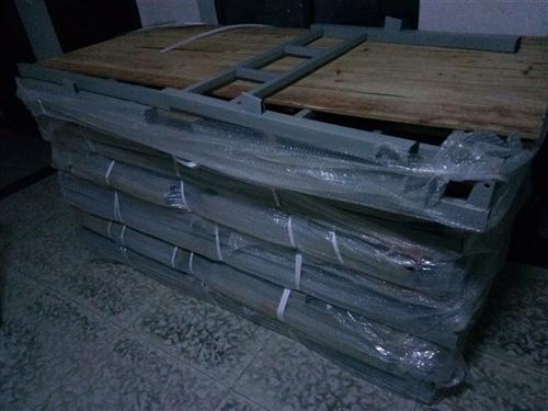 全新單人床,0.85m×2m,需要的聯系!價格可面議
