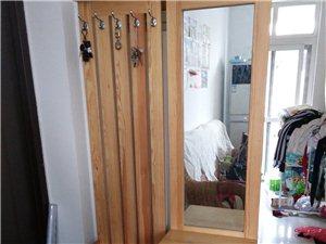因房到期,低价处理松木鞋柜,床,滕椅,布艺沙发,森森渔钢,衣柜等,价格低,欢迎电话咨询