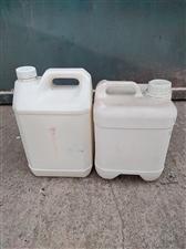 现有各种塑料桶和大铁桶低价处理