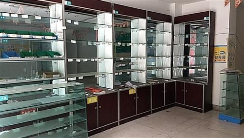药房展柜低价处理,5个壁柜,2个玻璃柜,便宜处理,在彭山,需自提。联系,17380129819