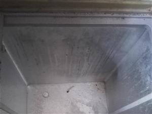 星星冰柜,还比较新,有冷冻和冷藏。
