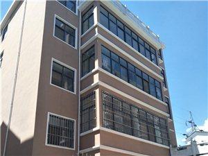 县城大南沟社区付近有两套新房三、四楼3室2厅2卫