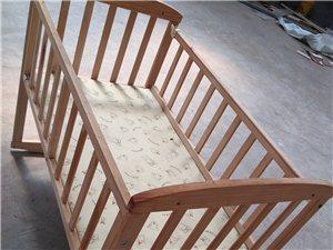 尺寸60宽1.05米长,全新摇摆婴儿车,床,未用过带4个轮子,因孩子不需要了,便宜处理掉