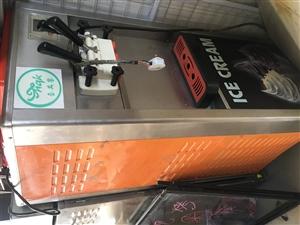 水吧不干了,出售展示柜,冰柜,冰淇淋机