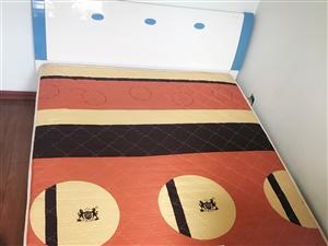 此款床和床垫出售。1.5米 2米。8成新床是全友家私床垫金马王!自提
