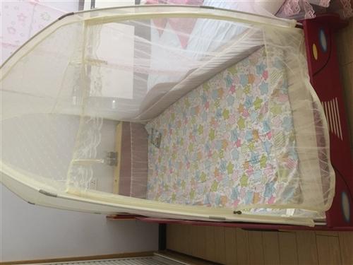 以前孩子上幼儿园买的汽车床,买的时候用了一千二,现在上小学一个人睡了,床还是新的只睡了两三年,购床赠...