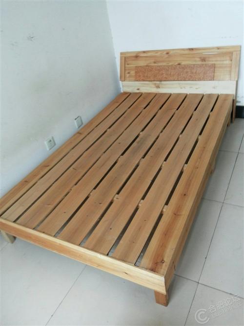 本人家有闲置木床出售,1.5米,香港花园自提