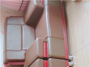 整套办公桌椅转售 9成新:  (老板椅一把,办公桌两张1.2×2米,1.2×0.7米  文件柜一个...