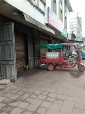 姜州街旺铺出售,黄金口岸,正对卖鱼和凉粉街口。两楼一底,建筑面积270平,门市后面还有40平米空地可...