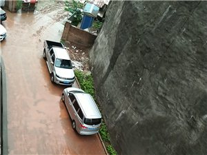 安岳紫竹馨城5栋外面泥巴路导致无数次车祸