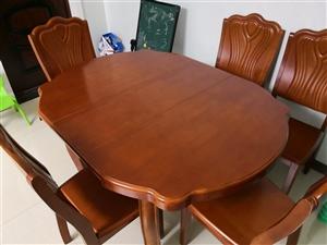 餐桌加6把椅子  9成新   餐桌可伸缩
